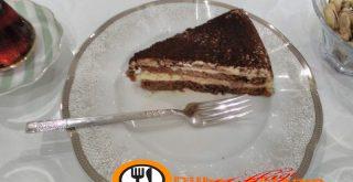Hazır kekle yapılan yaş pasta